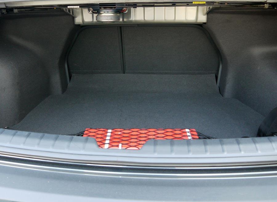 El maletero tiene una capacidad de 505 litros, y salvo por la colocación del subwoofer, sin protección alguna, está muy bien aprovechado.
