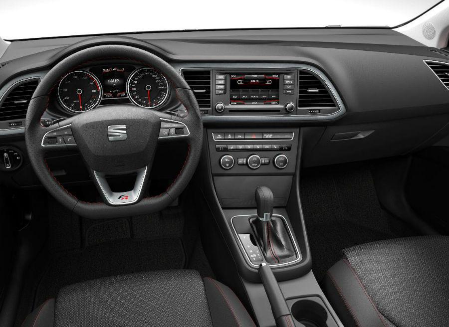 Seat también actualiza el interior del León, modernizando todos y cada uno de sus elementos.