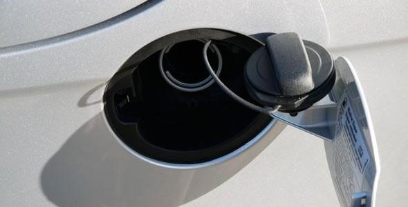 Trucos para conducir en verano: cómo ahorrar combustible