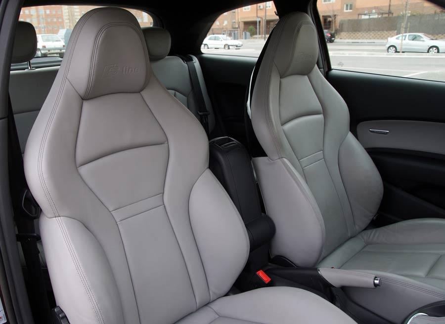 Los asientos delanteros son uno de los detalles más característicos de esta versión del Audi A1. Foto: Jordi Villanueva.