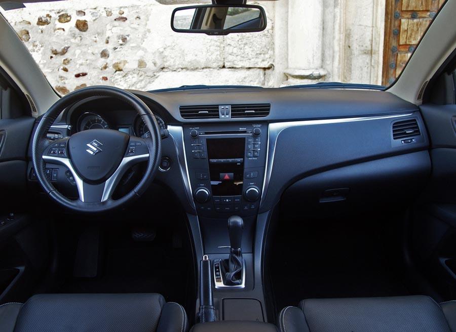 El interior del Suzuki Kizashi es bastante sobrio. Foto: Jordi Villanueva.