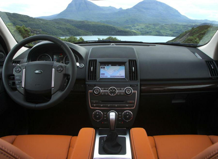 Más equipamiento y diversas mejoras estéticas son los protagonistas del interior del Land Rover Freelander 2.