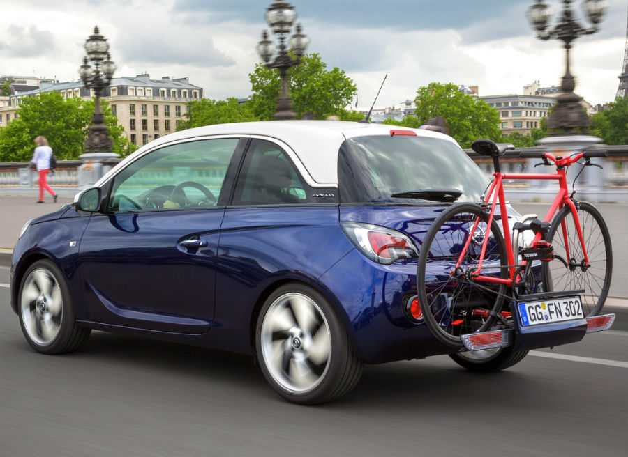 El sistema FlexFix para transportar bicicletas llega al Opel Adam.
