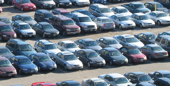 Suben las ventas de coches, baja el consumo de carburante