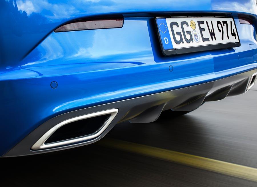 Detalle de una de las salidas de tubo de escape del Opel Astra OPC.