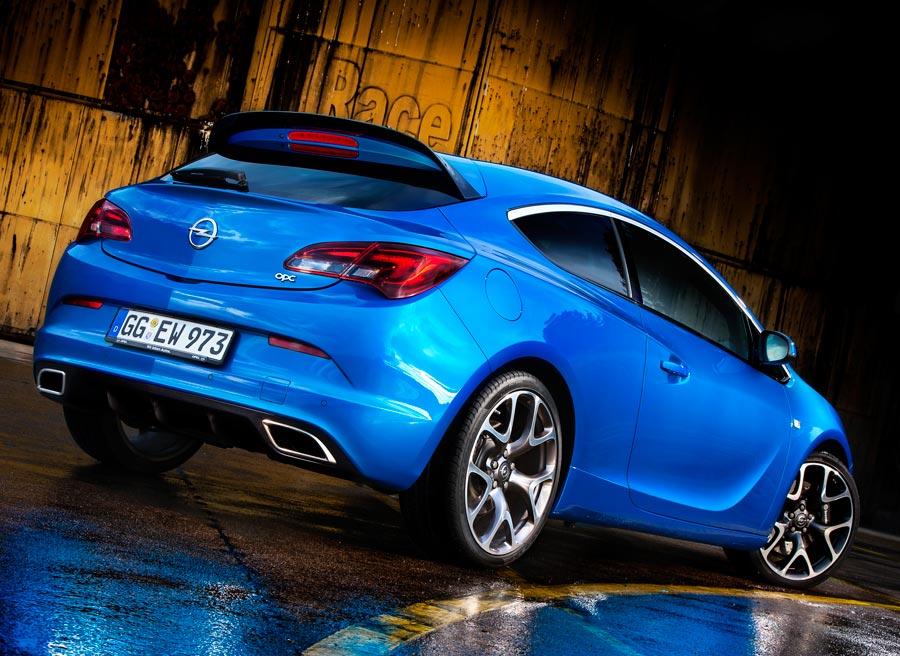 El Opel Astra OPC es claramente reconocible por su agresiva imagen exterior.