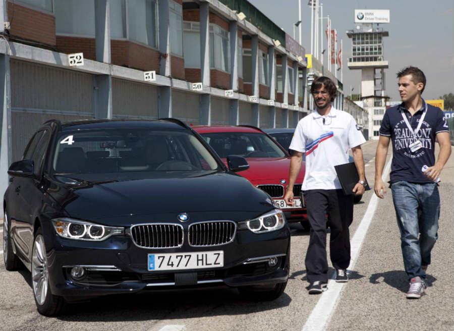 BMW nos asignó un monitor a cada uno de los periodistas para que sacásemos hasta la última gota de jugo de ambos coches.