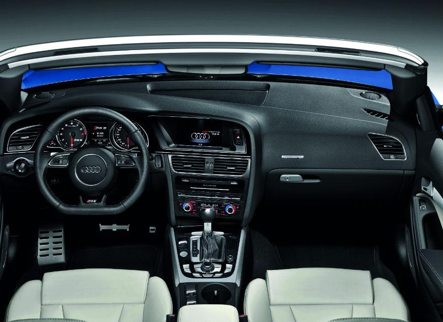 El interior del nuevo Audi RS5 Cabrio es muy similar al de la versión coupé.