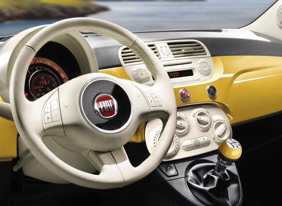El Fiat 500, todo diseño en su interior, sigue siendo uno de los puntales de la marca italiana.