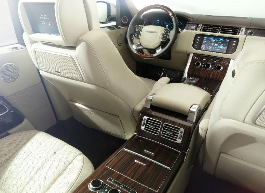 El interior del nuevo Range Rover mantiene la imagen lujosa que siempre le ha caracterizado.