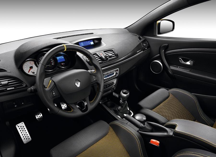El interior del Renault Megane RS Red Bull Racing no varía mucho respecto al de la versión convencional.
