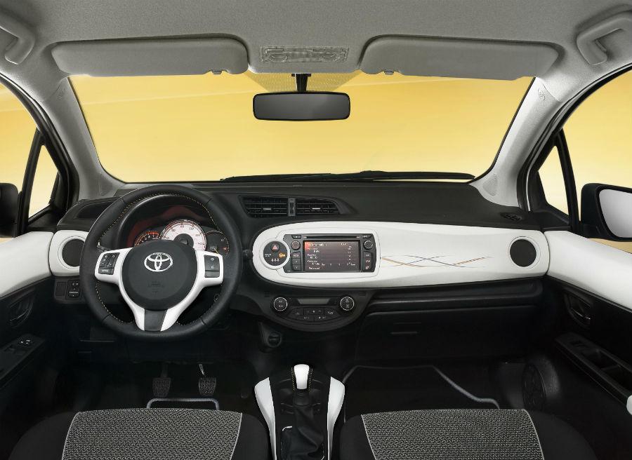 El interior del Toyota Yaris Trend es muy juvenil.