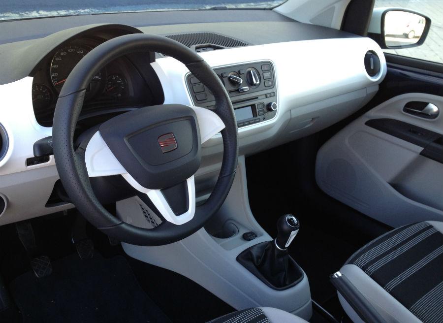 En el interior del Seat @Mii el color blanco tiene un importante protagonismo.