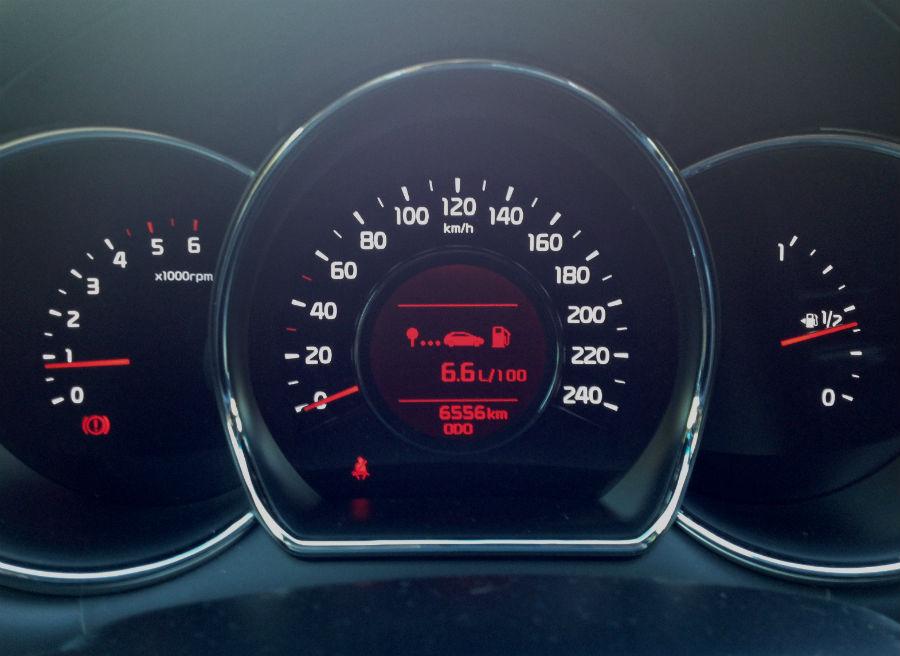 El diseño del cuadro de mandos del Kia Cee'd es muy atractivo, sin que ello le reste funcionalidad.