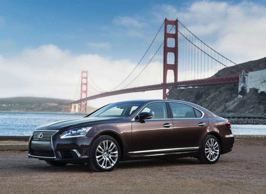 El Lexus LS 600h tiene un precio de partida de 118.800 euros.