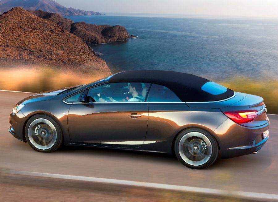 El techo de lona del Opel Cabrio puede abrirse o cerrarse hasta una velocidad de 50 km/h.