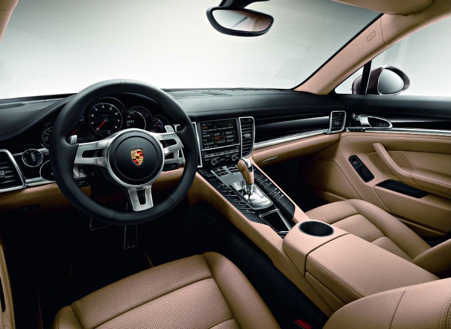 El interior del Porsche Panamera Platinum Edition destila clase por los cuatro costados.