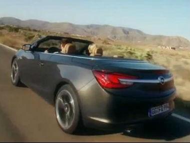 El Opel Cabrio en movimiento