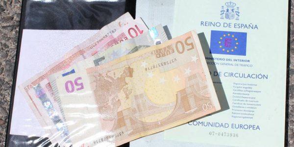 Cómo realizar la transferencia de un coche, ¡ahorra hasta 200 euros!
