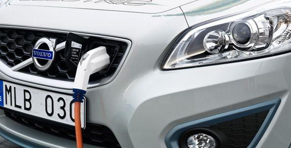 Volvo desarrolla un cargador rápido para coches eléctricos que reduce a 90 minutos el tiempo de recarga