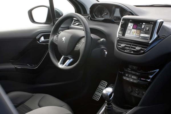 Peugeot 208 puesto_conduccion