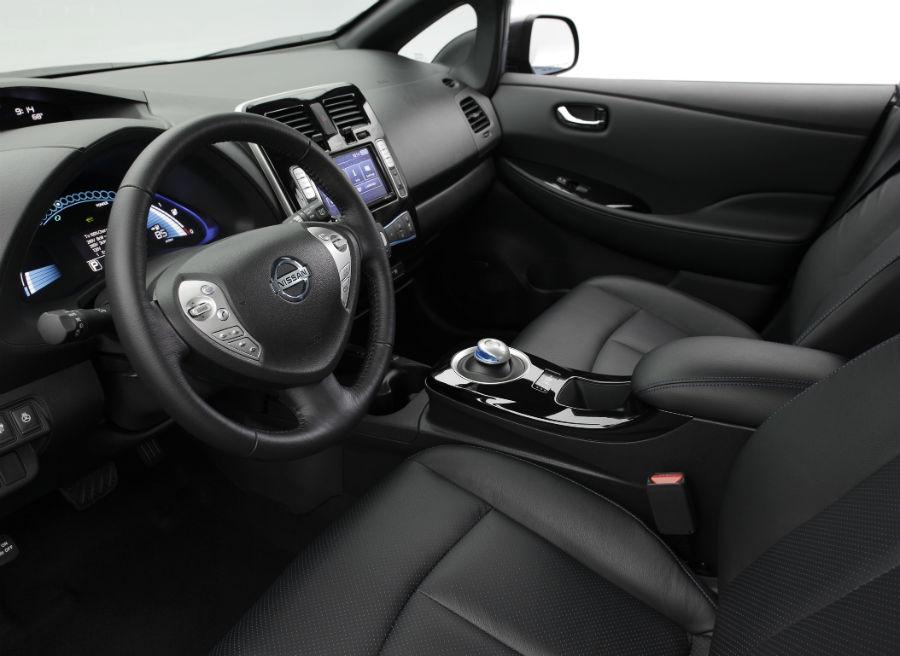 El interior del nuevo Nissan Leaf no varía mucho respecto a lo ya conocido.