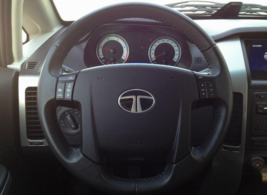 La disposición de los mandos integrados en el volante provocará que en ciertas maniobras accionemos alguno de ellos sin querer.