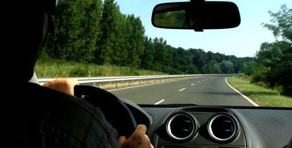 Los conductores extranjeros residentes en España deberán renovar su carné
