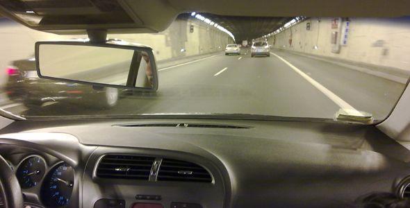 Cómo conducir dentro de un túnel