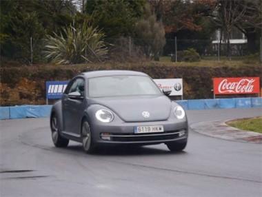 El VW Beetle 1.6 TDi Edition, rodando en la pista