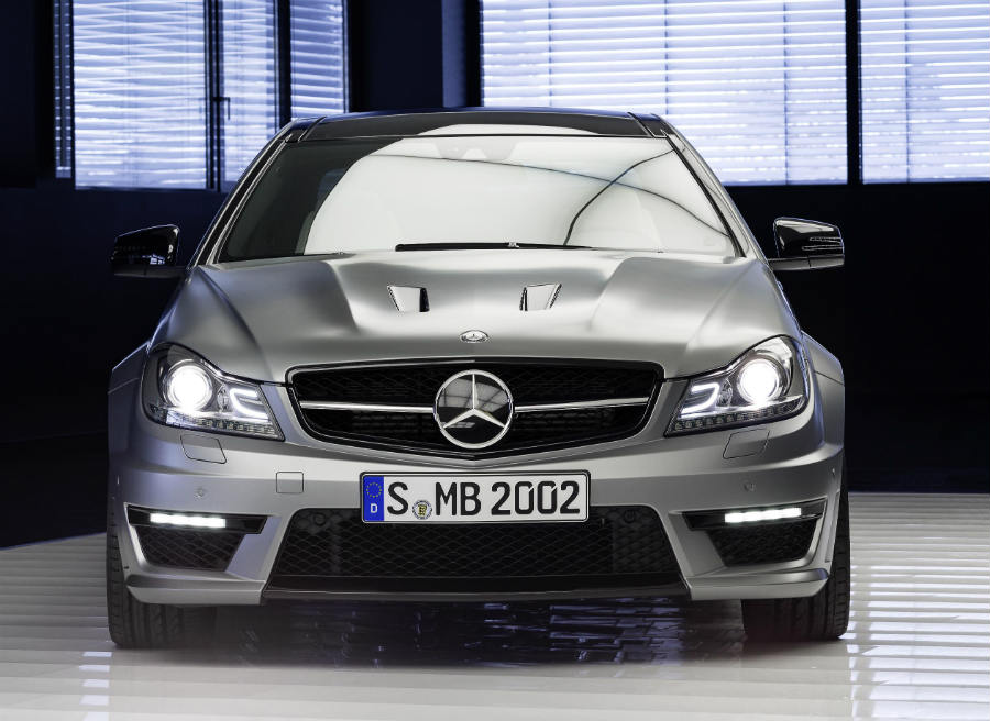 Las dos aberturas del capó son la seña de identidad de este Mercedes C63 AMG 507 Edition.