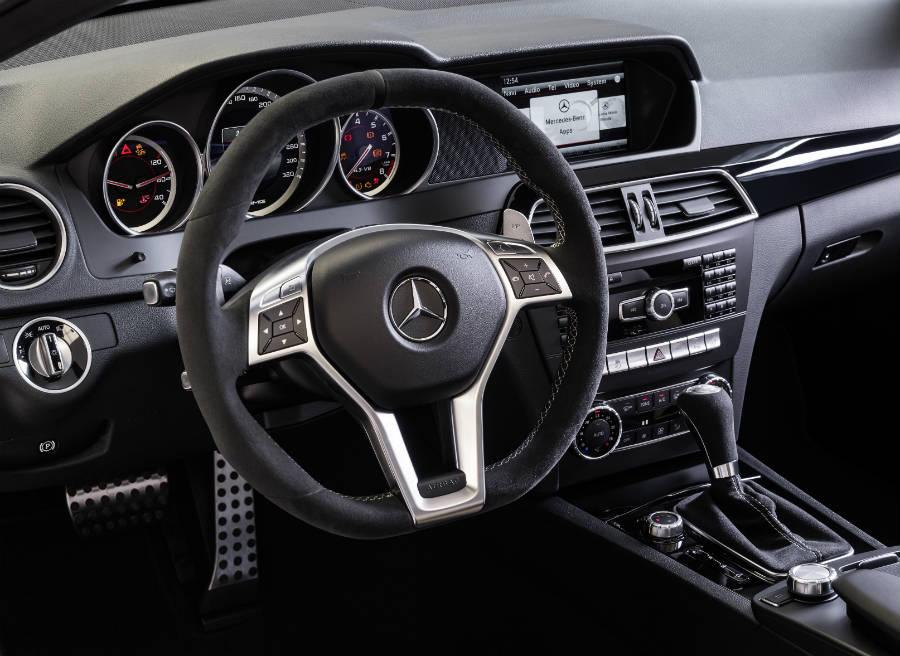 Mejores materiales y más deportividad, así es el interior del Mercedes C63 AMG 507 Edition.