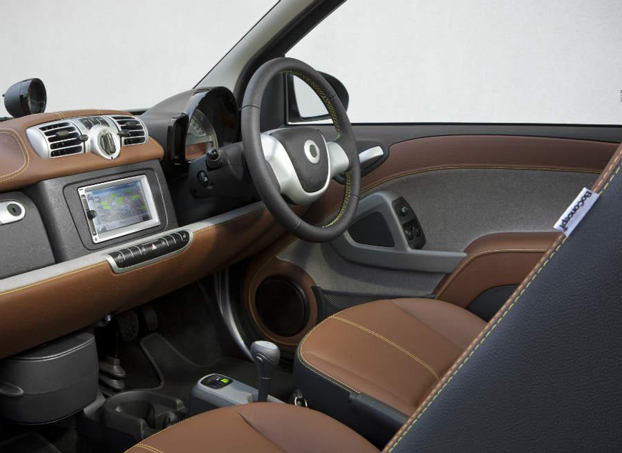 En el interior del Smart ForTwo BoConcept contaremos con una pantalla táctil de 6,5 pulgadas.