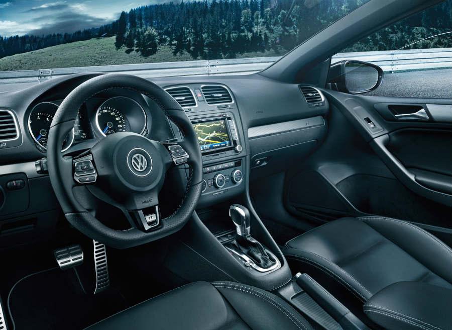Interior del nuevo Volkswagen Golf R Cabrio.