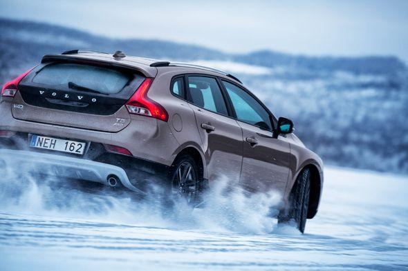 Nuevos Volvo V40 Cross Country y V40 R Design, ya a la venta