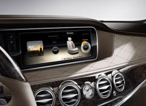 Una pantalla de 12,3 pulgadas protagoniza la consola central del Mercedes Clase S.