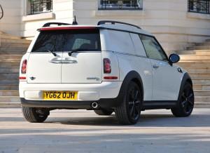 Las ventanas traseras del Mini Clubvan son opacas para evitar un exceso de curiosidad de quien rodee el coche.