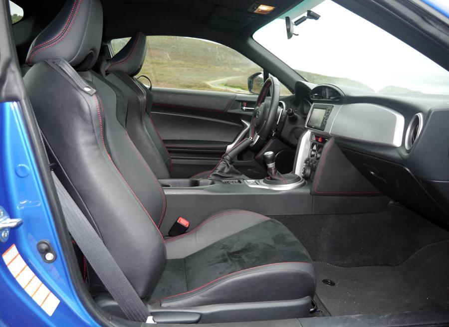 Prueba Subaru BRZ vs Subaru SVX, interior BRZ, Rubén Fidalgo