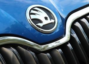 El nuevo logotipo de Skoda está presente en el frontal del Octavia.