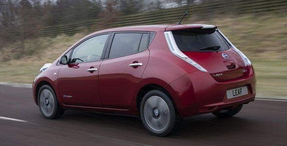 Asegurar un coche eléctrico cuesta el doble que uno convencional