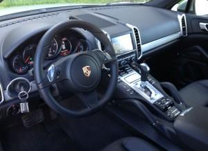 Así es el interior del Porsche Cayenne.