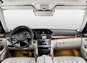El interior de esta versión del Mercedes Clase E se mantiene prácticamente invariable.