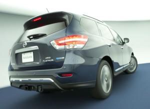 Las diferencias estéticas entre la versión híbrida y la convencional del Pathfinder son mínimas.