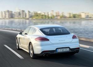 La zaga del Porsche Panamera recibe ligeros retoques estéticos.