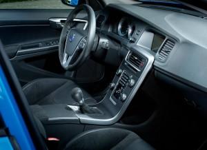 El interior del Volvo S60 Polestar se mantiene prácticamente invariable.