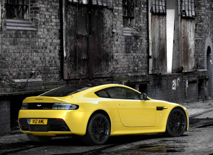 Más ligero, potente y rápido, así es el Aston Martin V12 Vantage S.