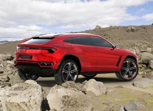 Se hace raro ver un Lamborghini por fuera del asfalto, ¿verdad?