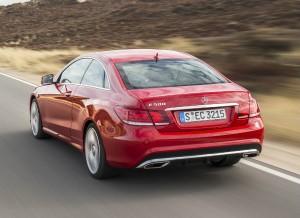 El Mercedes Clase E Coupé renueva totalmente su imagen exterior.