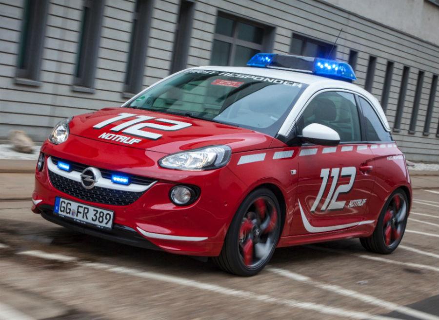 El Opel Adam se convierte en el coche oficial del cuerpo de bomberos.