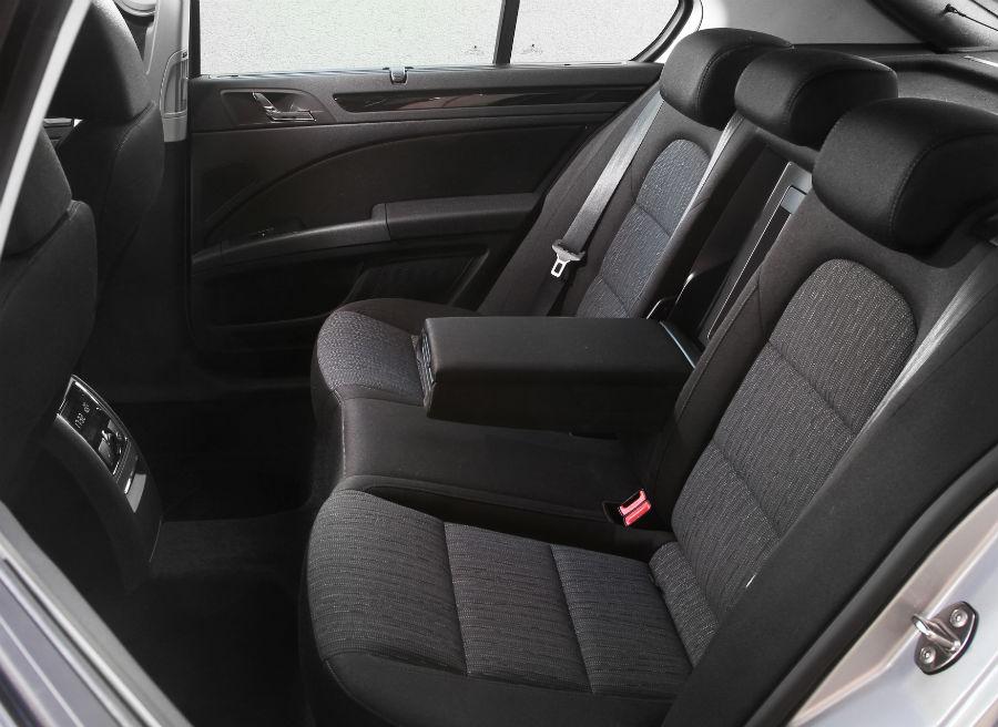 El espacio interior que ofrece el nuevo Skoda Superb es una de sus mayores virtudes, especialmente en la parte trasera.